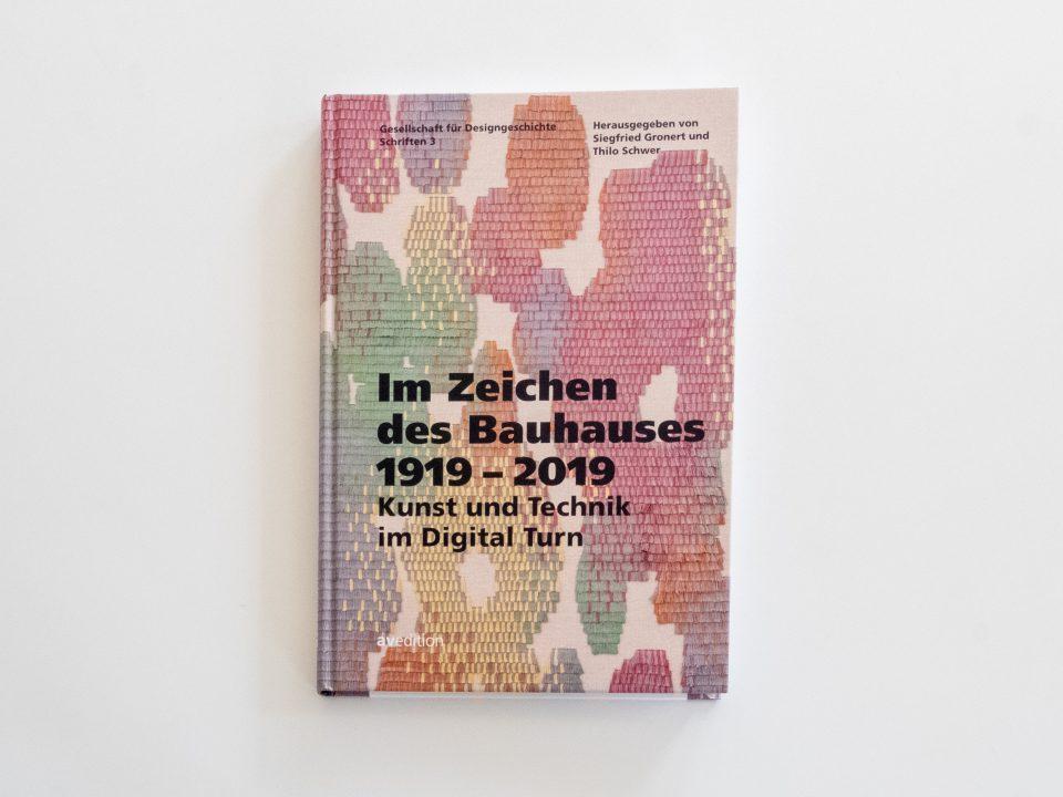 """Tagungsband """"Im Zeichen des Bauhauses"""" Herausgegeben von Siegfried Gronert und Thilo Schwer für die Gesellschaft für Designgeschichte e.V."""