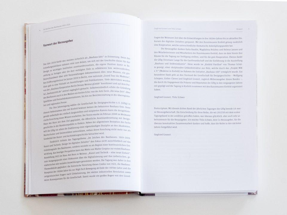 Im Zeichen des Bauhauses 1919–2019, Herausgegeben von Siegfried Gronert und Thilo Schwer für die Gesellschaft für Designgeschichte e.V. gfdg.org Vorwort