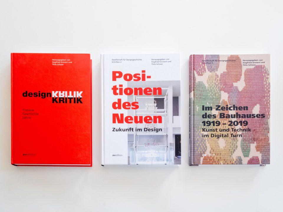 Schriften der Gesellschaft für Designgeschichte, Herausgegeben von Siegfried Gronert und Thilo Schwer. Erschienen im Verlag AVEdition